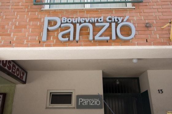 Le Boulevard City Pension&Apartments se situe proche de la clinique.