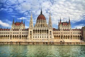 Budapest est la capitale de la Hongrie et le centre du tourisme de santé.