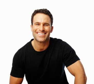 La greffe de cheveux aide les hommes souffrant de calvitie.