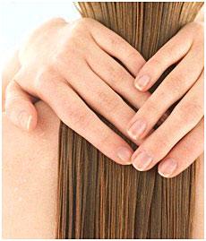 Les cheveux fins ne sont pas assez sains, alors il faut aller chez un spécialiste pour trouver les causes.