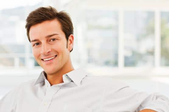 Implant capillaire: résultat définitif et naturel. Devis personnalisé pour éviter les frais cachés.