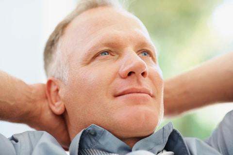 Si vous souffre de calvitie, il faut consulter un spécialiste d'implant capillaire.