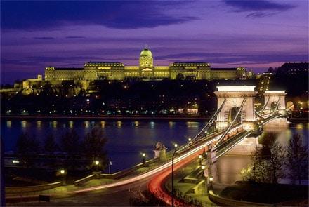 Lier vos soins d'implants des cheveux á un voyage agréable en Hongrie.