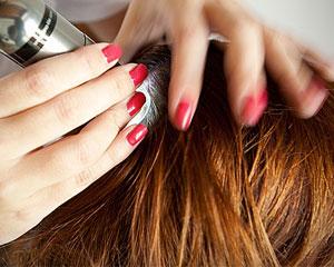 Analyse de cheveux pour trouver la cause d'alopécie.