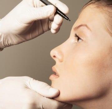 . La chirurgie esthétique est un moyen de répondre aux besoins de l'homme, surtout de nos jours.