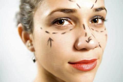 Chirurgie esthétique pour les femmes.