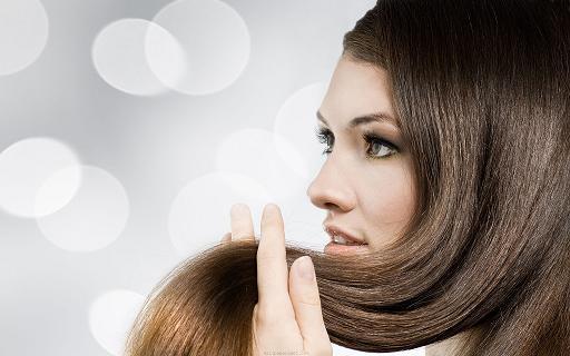 Beaucoup de choses peuvent causer une chute de cheveux sérieuse féminine.