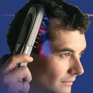Traitement de cheveux avec une brosse spéciale.