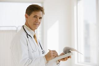 De quoi s'occupe un dermatologue spécialiste de chute de cheveux ?