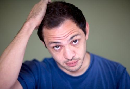 La clinique d'implant capillaire Hairpalace aide les hommes souffrant de calvitie.