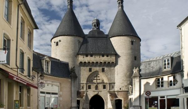 Il y a des centres capillaires, des cliniques de cheveux partout en France, les plus célèbres se trouvent à Paris, ou à Nancy par exemple, où on peut faire greffer des cheveux.
