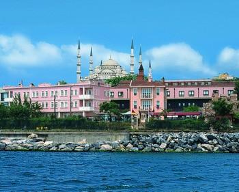 Comment vaincre la calvitie ? L'implant capillaire à Turquie est une arme efficace et pas chère !