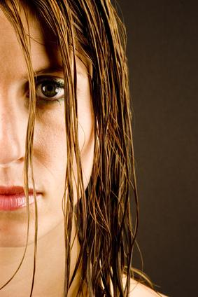 Problemes capillaires de femmes ? Implants de cheveux !