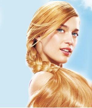 Les cheveux signifient la beauté des femmes et des hommes.