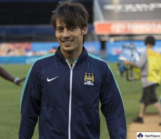 Les cheveux denses du jeune David Silva