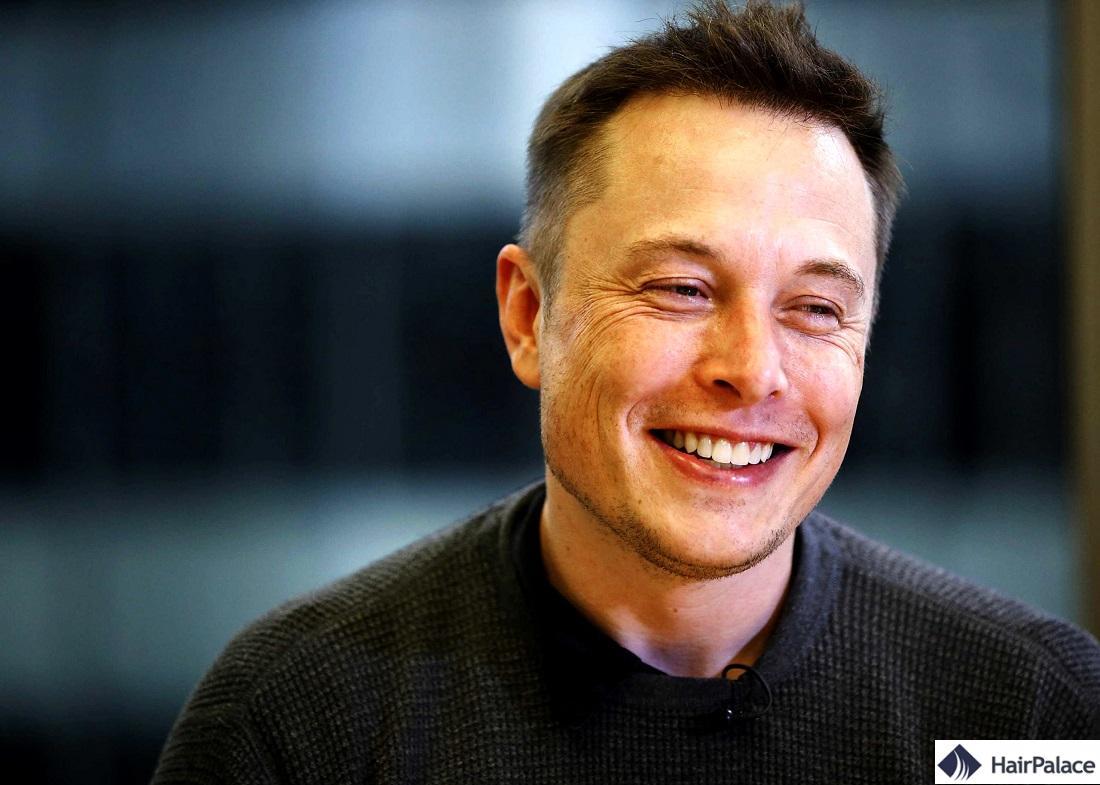 Elon Musk résultat de la greffe de cheveux